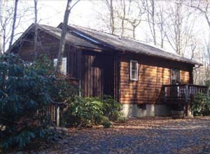 Cross creek cabins log cabin rentals in linville falls for Fishing cabins in nc